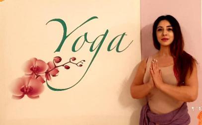 **Zertifizierte Yogalehrerin (AYA) ERYT200/RYT500, Dipl.-Biologin, Personal-Businesscoach, Hypnotherapeutin, Reiki-Meister Usui),
